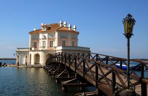 ponte della Casina Vanvitelliana sul lago Fusaro