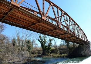 Ponte rosso sul Volturno