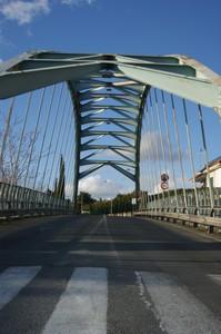 Sotto il ponte azzurro
