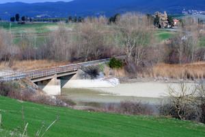 Ponte sul lago… secco