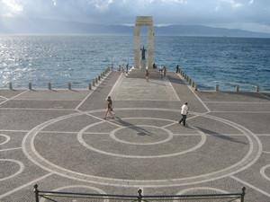 Piazza Ciccio Franco, meglio nota come l' arena sullo stretto.