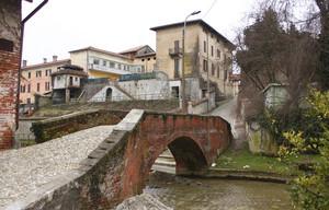 Ponte sul torrente Meja a Suno