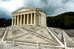 Possagno piazza del tempio Canova