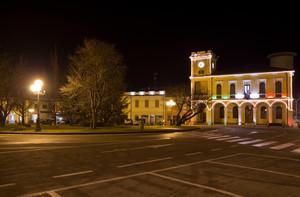 Piazza Vittorio Veneto col tricolore