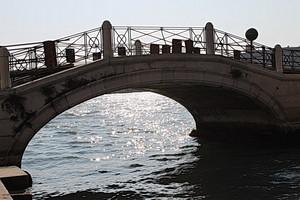 …un ponte sulla laguna…