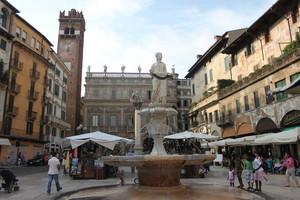 ''Piazza delle Erbe'' - Verona
