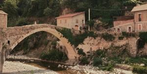 Ponte a schiena d'asino sul fiume Nervia