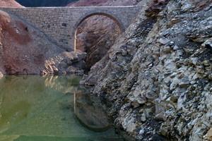 Riflesso tra le rocce