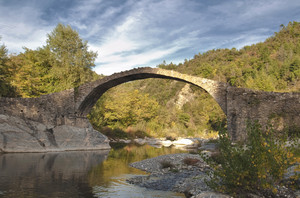 Ponte medioevale sul torrente Arroscia