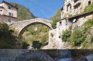 Ponte in pietra sul rio Barbaira