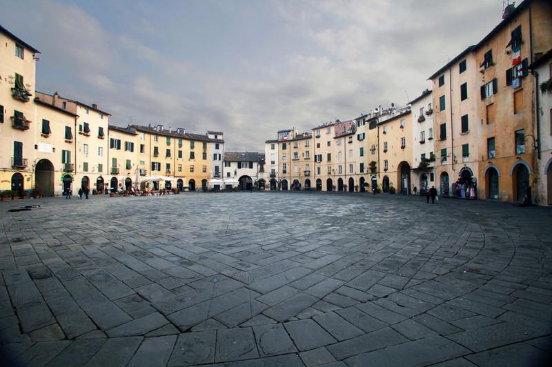 ''La piazza dei Romani'' - Lucca