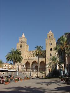 Piazza del Duomo nella splendida Cefalù