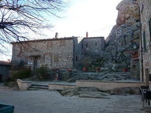 Roccatederighi – P.za della Torre