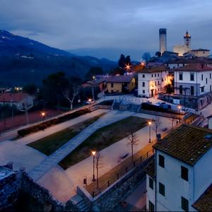 E' sera in piazza della Vittoria a Serravalle  Pistoise