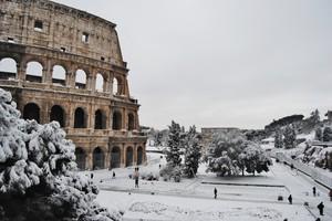 Roma in 'Bianco' – Piazza del Colosseo