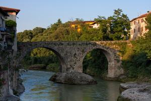 Antico ponte romanico sul Brembo