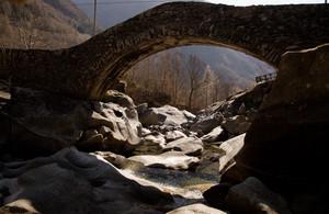 Antiche arcate in Val Masino