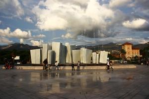 La Piazza & L'Opera D'Arte