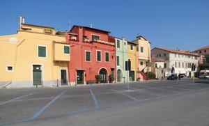 ma che bella la piazza – parcheggio  senza automobili!
