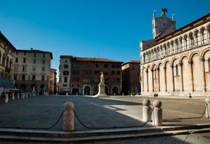 solitario nella piazza