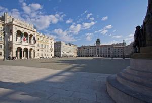 Piazza Unità d'Italia sotto le nuvole