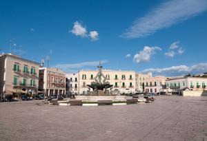 Nuvolette sulla piazza