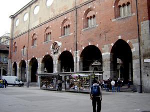 Milano piazza dei Mercanti