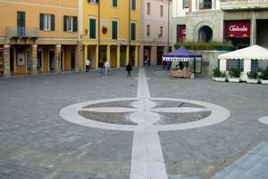 Apparsi misteriosi cerchi in piazza, puntata speciale di voyager