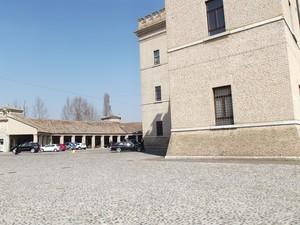 Piazzale Umberto Primo con veduta in parte del castello
