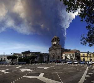 Una minacciosa nube di cenere incombe su Sant'Alfio