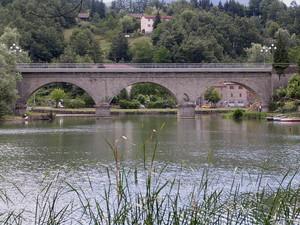 Ponte sul lago di Castel dell'Alpi