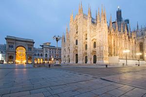 Alba in Piazza Duomo
