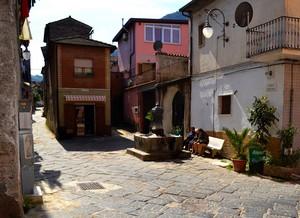 """A  """" Largo Fontana """" una pausa ed un sorso d'acqua fresca – Vairano Patenora"""