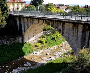 Il Ponte che divideva i 2 Comuni