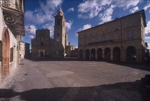 San Ginesio (MC): piazza Alberico Gentili