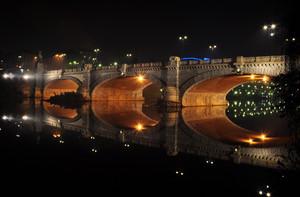 fari di luce per Ponte Umberto I
