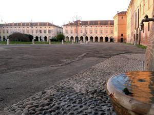 La piazza e la goccia