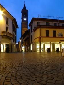Piazza Marconi di sera