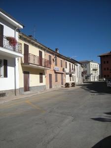 la piazza di Mongardino