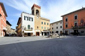 contemplando Piazza Mazzini