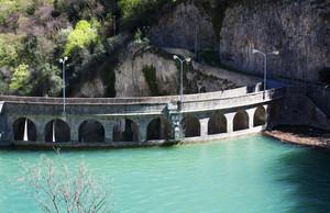 Il Turchese domina il Ponte sulla Diga del Furlo