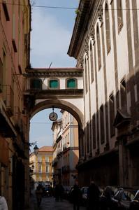 Capua: cavalcavia fra la chiesa dell'Annunziata ed il Conservatorio