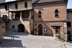 Piazza Savignano Castello