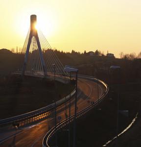 Nuovo ponte a Nizza Monferrato al tramonto.