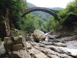 Antico ponte in Valle Strona