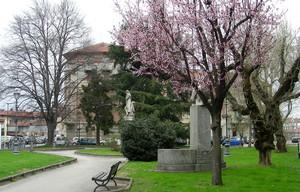 Piazza Dante con monumento a Gianbattista Bodoni