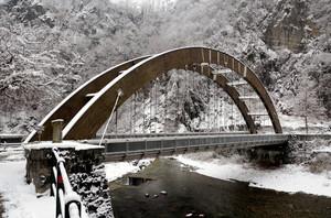 L'inverno imbianca il torrente Mallero