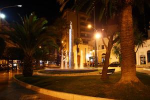 Le luci della sera sulla piazza