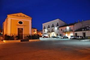 Piazza S. Rocco con l'omonima chiesa nell'ora blu