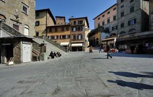 ombre in Piazza a Cortona